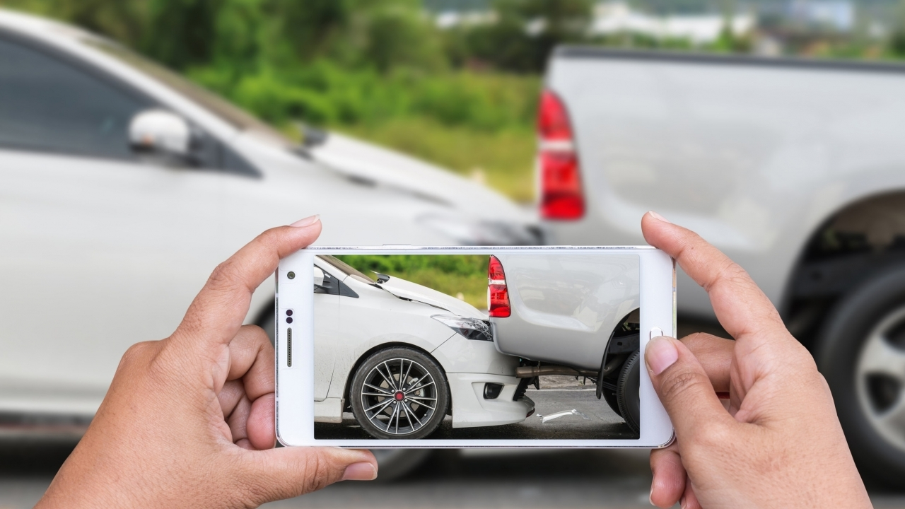 Sinistro? Compila il modulo blu ma  usa anche  il cellulare. L'importanza di fotografare.